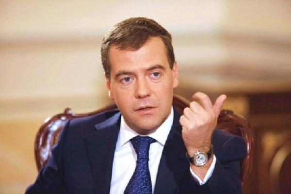 Medvedev Promised to Pay Salaries and Pensions on Time