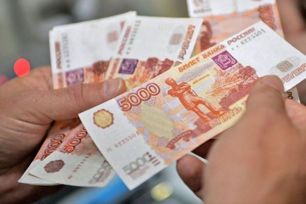 Russian Companies Report about Salary Reduction