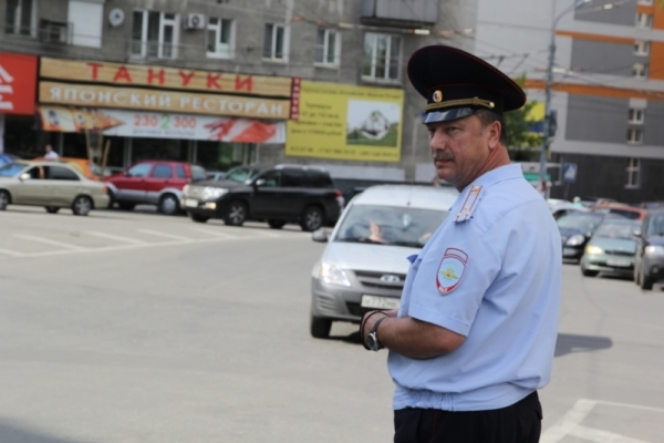 Russia: The Head of Nizhny Novgorod Traffic Department was directing traffic on his own