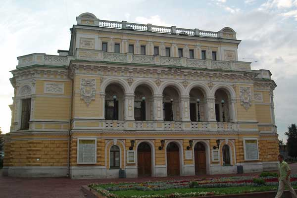 Nizhny Novgorod Drama Theatre invites Guests on Its Birthday
